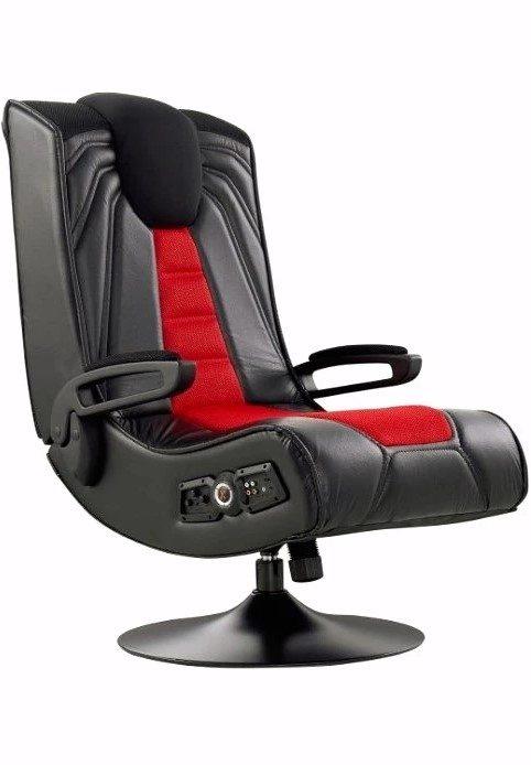 En svart och röd spelstol med högtalare